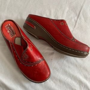 Spring Step L'artiste • Burbank Red Leather Clogs